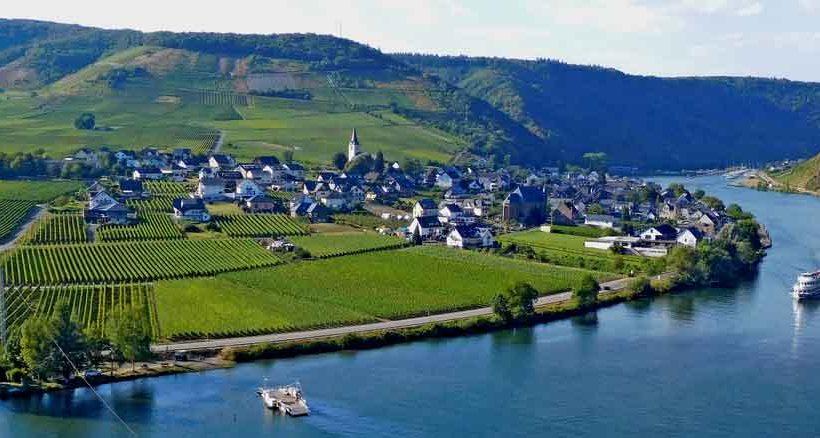 Wieder ein schöner Moselausblick, hier von der Burg Metternich.