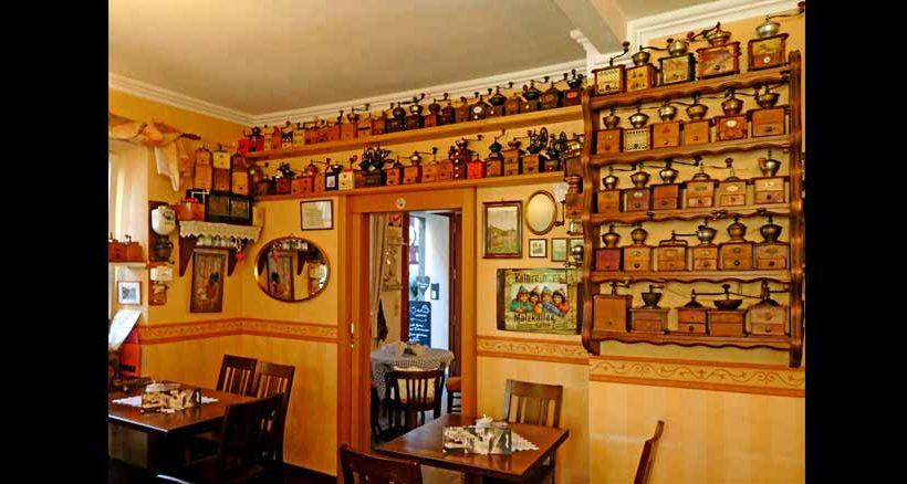 Das Café Knatterburg in der Beilsteiner Altstadt verfügt über ein einzigartiges Ambient