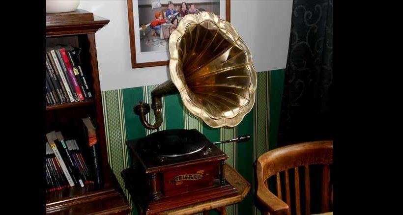 Auch ein Grammophon darf nicht fehlen.