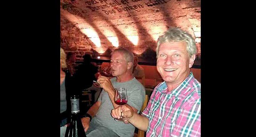 Gemütliche Weinprobe im Gewölbekeller des Gästehaus Lenartz-Beth mit Winzermeister Michael Beth.