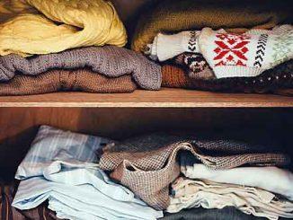 Mit der Konmari Methode gehört das Chaos im Kleiderschrank bald der Vergangenheit an.